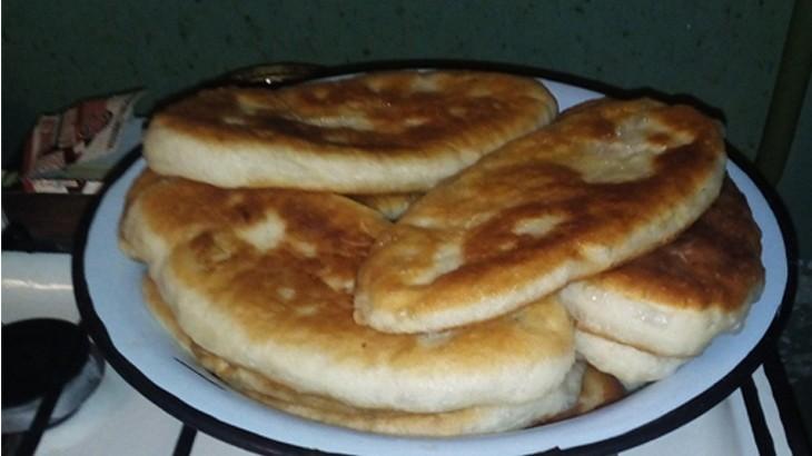 Как быстро пожарить пирожки с картошкой,яйцами и зеленым луком.  Рецепт с фото по шагам