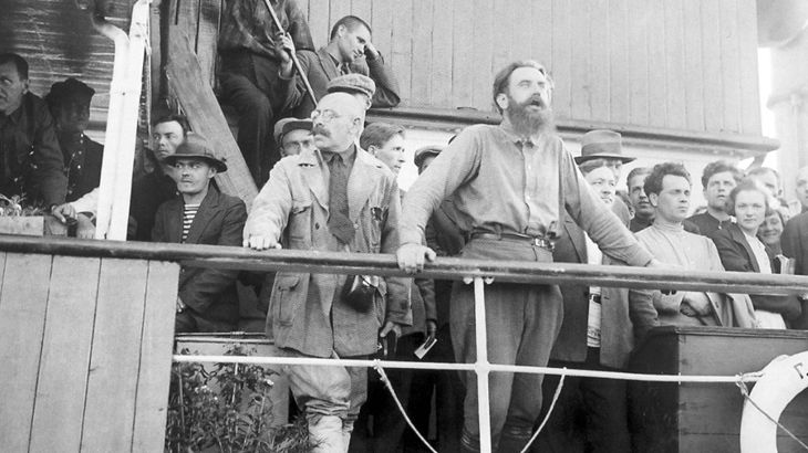 Самойлович и Шмидт на борту теплохода