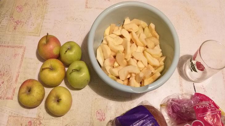 Свежие яблоки и нарезанные яблоки