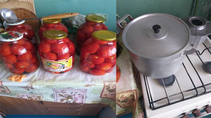 Уложенные в трехлитровую банку помидоры и десятилитровая кастрюля с водой на газовой плите